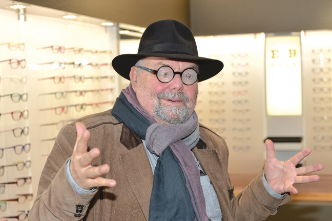 jan-miscovic-delighted-with-his-new-eyeglasses